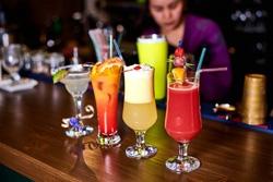 «LONDON Lounge бар» в Красногорске приглашает на работу бармена-официанта!